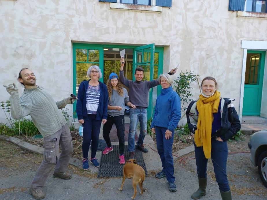 Groupe bénévoles motivés et heureux